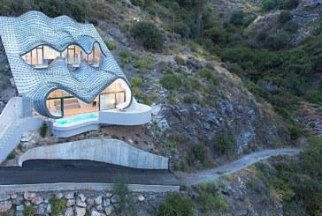 Gilbartolome Architects, Ketika Rumah 'Meringsek' ke Dalam Tebing
