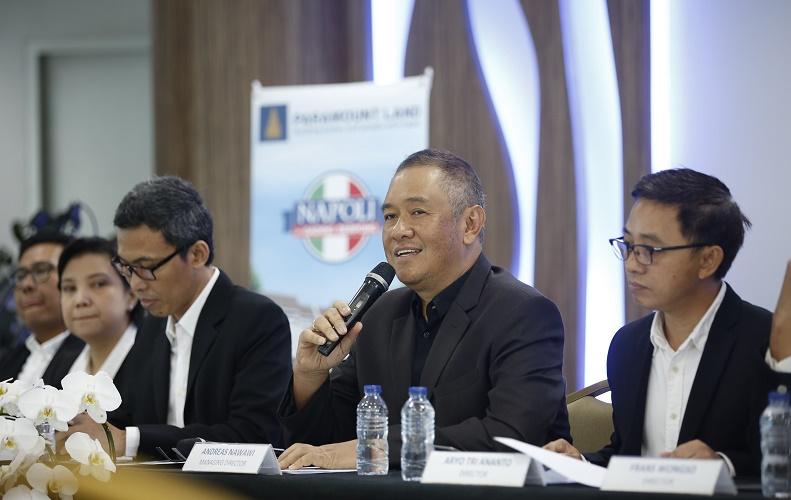Andreas Nawawi (tengah/ketiga dari kanan) saat memberikan penjelasan 'Napoili' di Gading Serpong, 5 April 2017.
